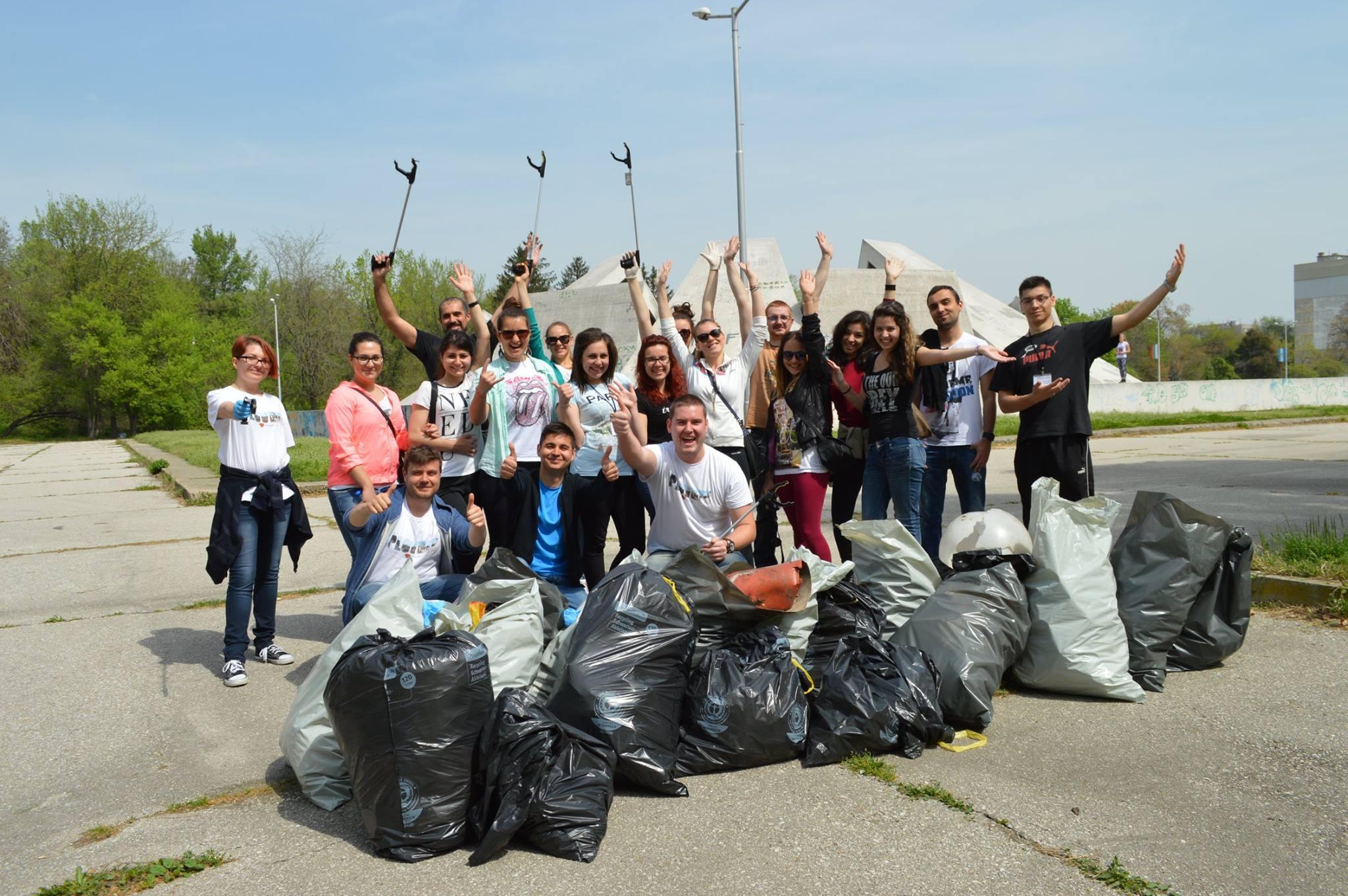 Любомир Чакъров в инициативана по почистване на Братската Могила