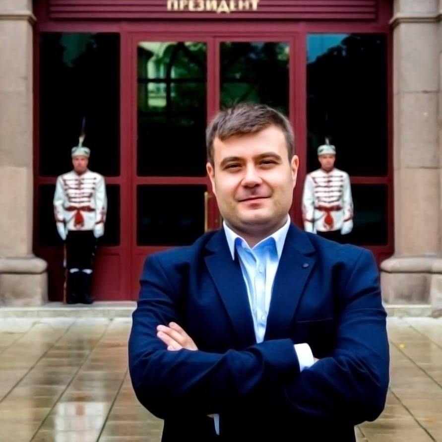 Любомир Чакъров пред Президентството на България