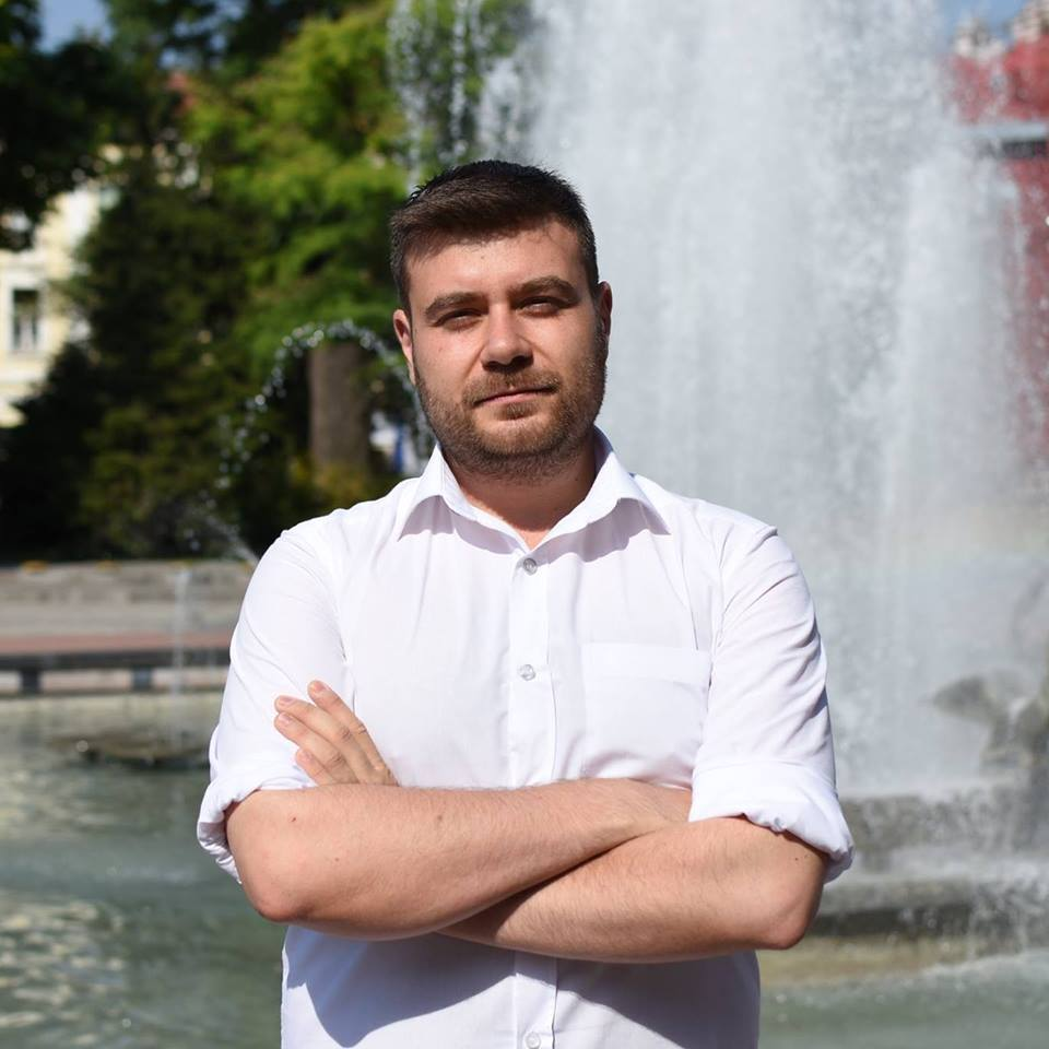 Любомир Чакъров на фонтана през Община Пловдив
