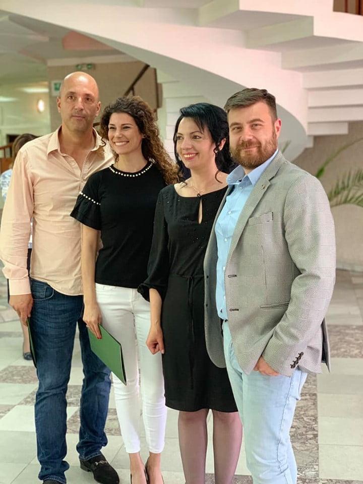 Любомир Чакъров с колеги на завършването Магистър Данъчен и Митнически контрол