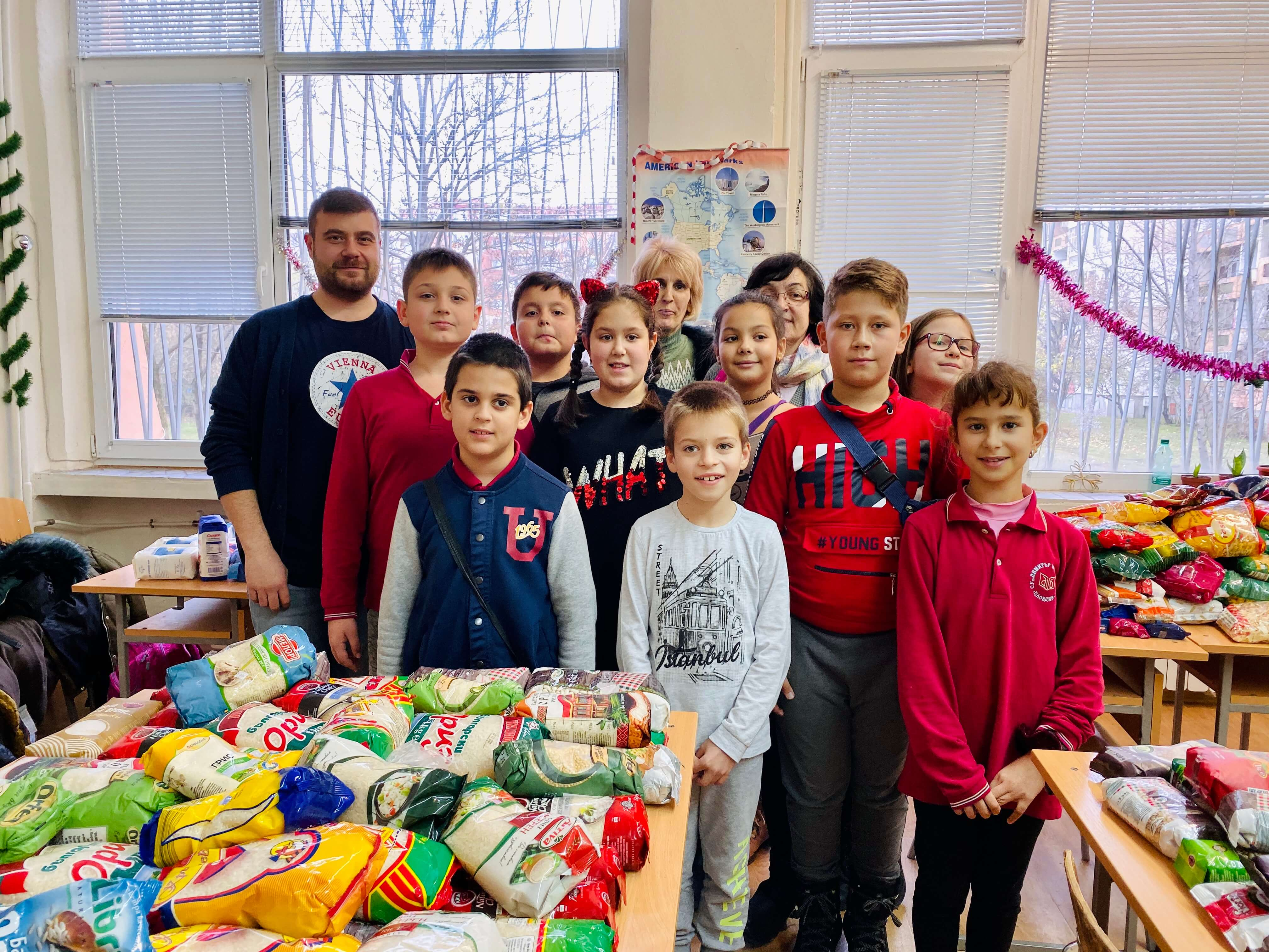 Любомир Чакъров в кампанията Дари Храна за Коледа СУ Димитър Матевски